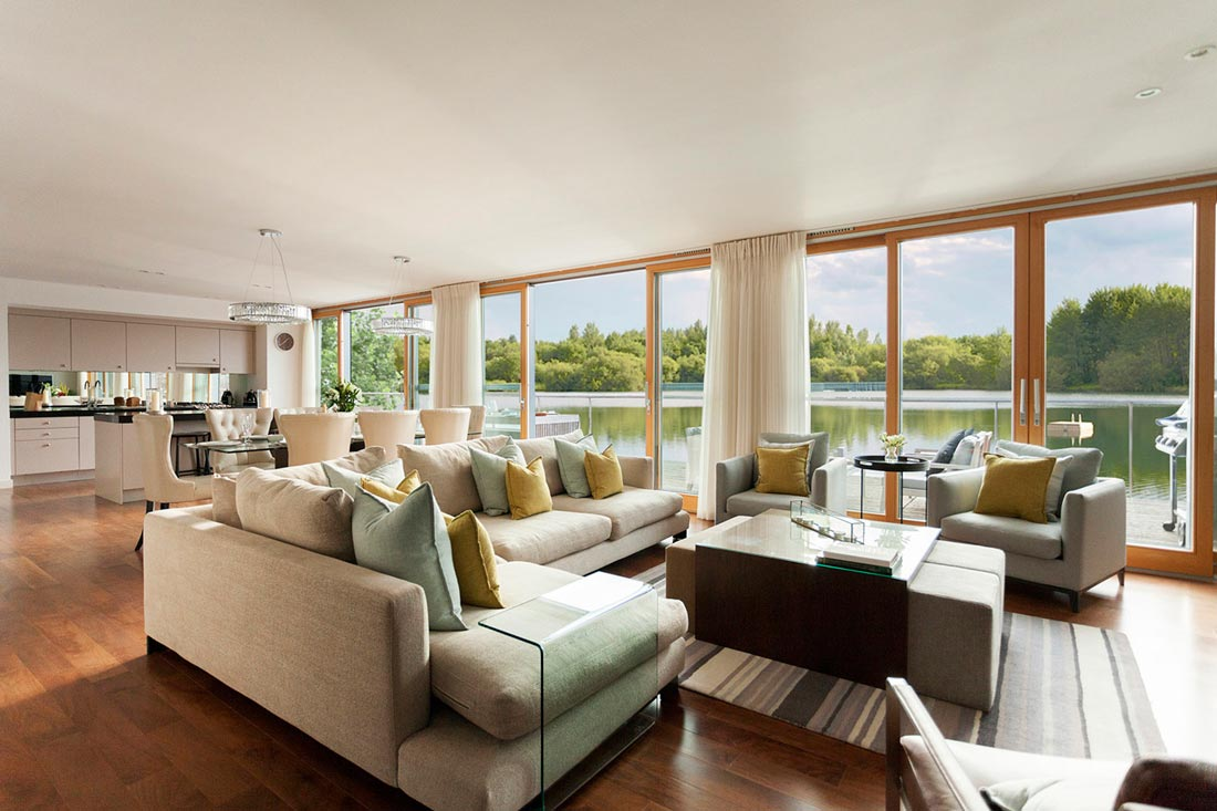 Luxury lakeside retreats in the heart of a nature reserve - Gloucestershire England